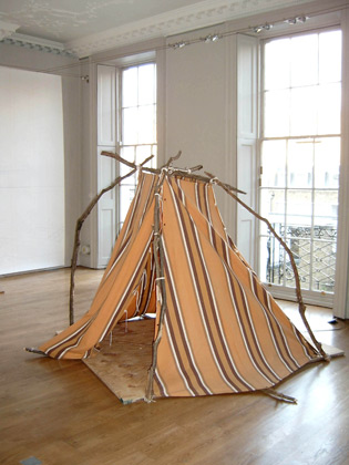 Ausland – Silke Schatz (drawing), Jan Peters (tent)